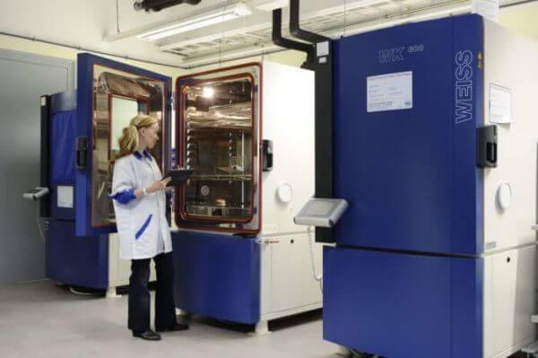 TESTiLABS employee working in an environmental testing laboratory
